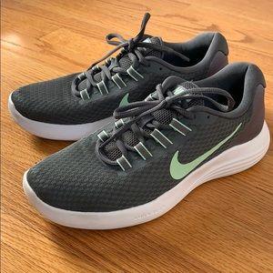 NIKE Lunar Converge Women's Running Shoe